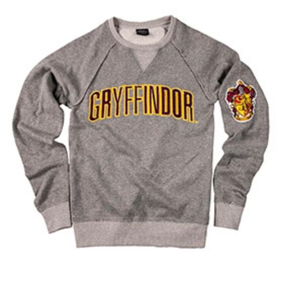 38e7c4e9 Gryffindor Universal Harry Potter Crew Sweatshirt.  M_5b2f0061fe51513a517f72ca